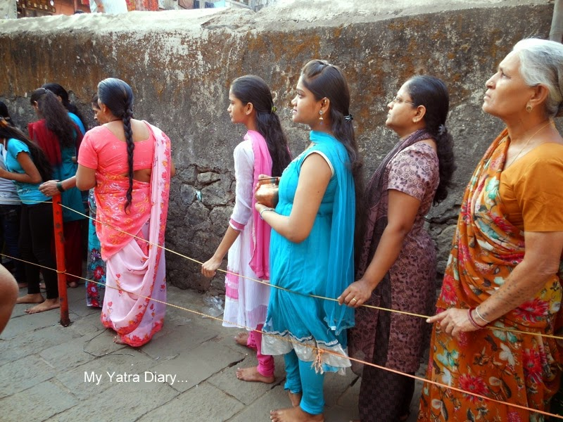 Girls at the Jogeshwar Mahadeo temple during Shravan, Mumbai