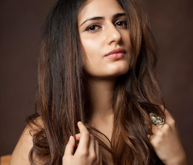 'Dangal' actress Fatima Sana Shaikh Full HQ Photos & Wallpapers