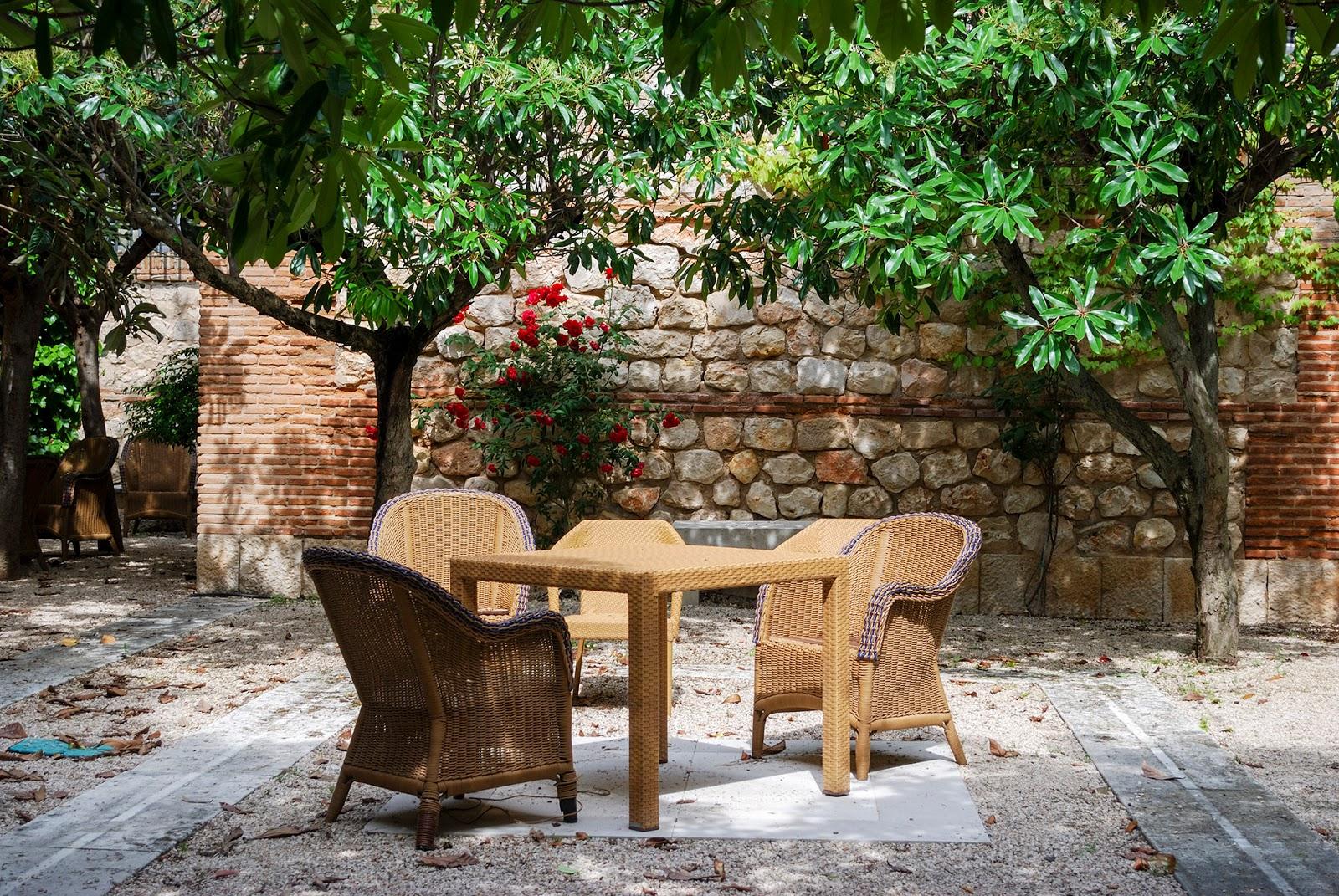 outdoor garden jardin externo parador chinchon madrid
