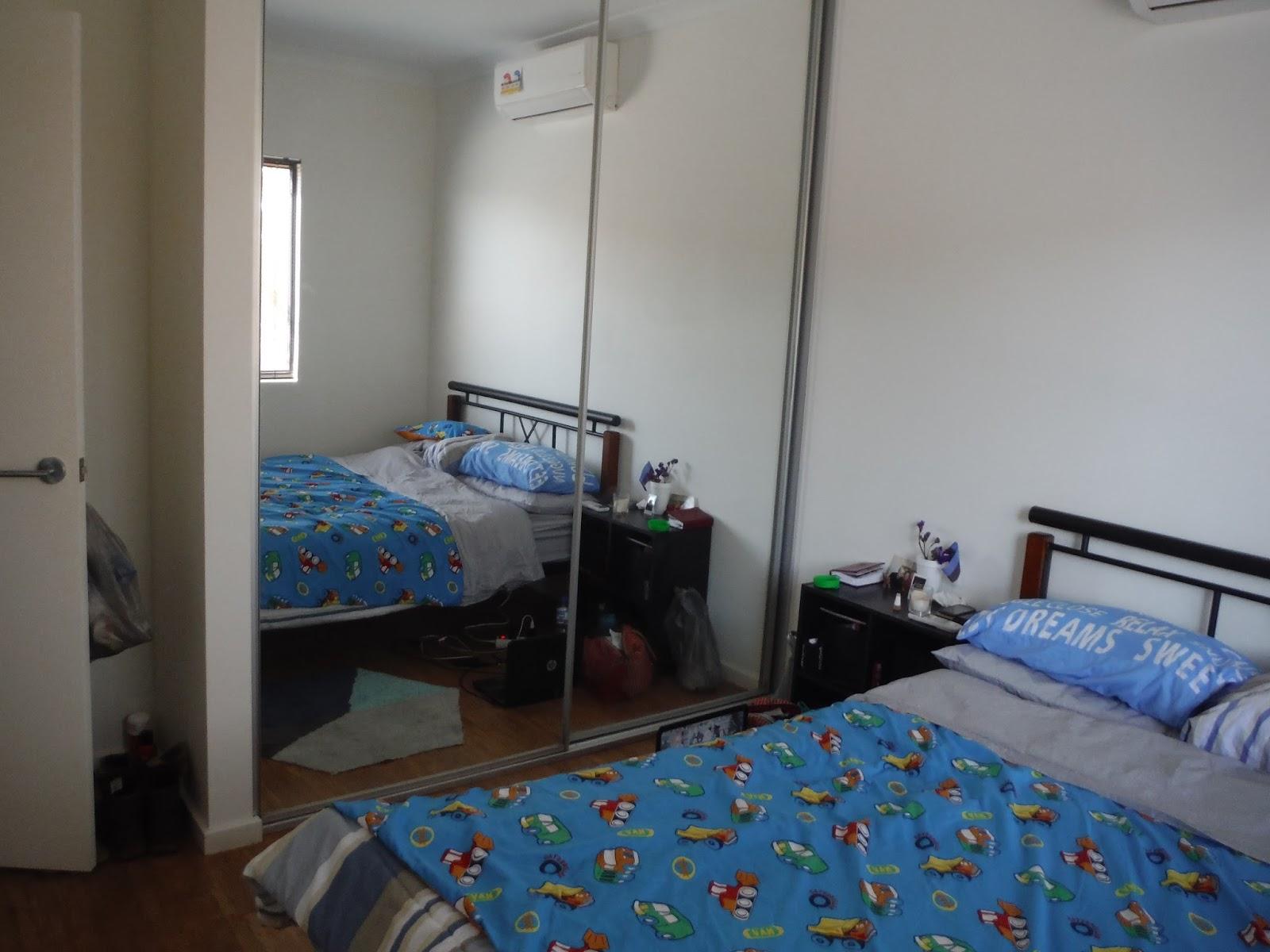 fa6aff8c311 Meie magamistubades on suured maast laeni lükandustega kapid, mille usteks  on suured peeglid. Küll ma olin neid igatsenud. Oma pisikeses toas elades  olin ...