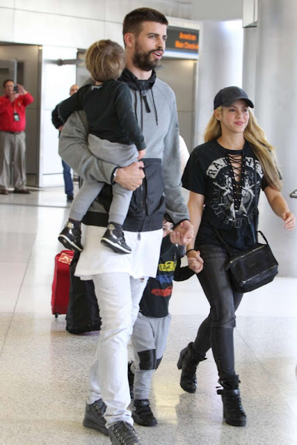 Shakira With her Family Arriving at Airport in Miami