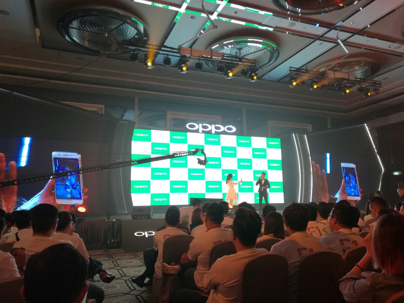 Actress model and television host as well as OPPO F1s Selfie Ambassador Nora Danish was present at the launch to demonstrate the phone s selfie feature