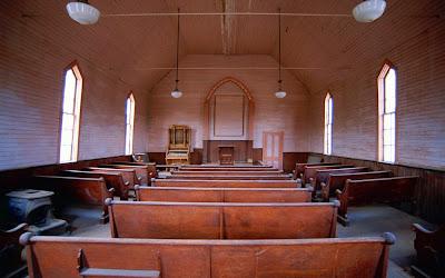 biserică goală...