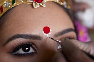 Tilaka,Hintlilerin iki kaşının arasına uyguladıkları hayır işareti