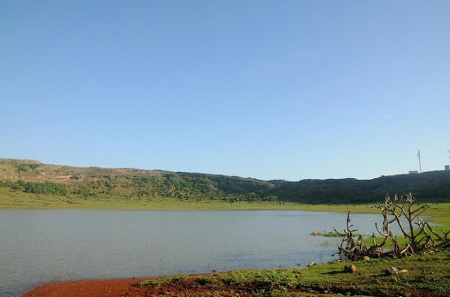 Hồ nước trên đảo