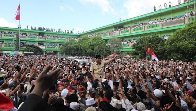 Luar Biasa! Kunjungi Ponpes di Pamekasan, Prabowo Disambut Semarak Warga