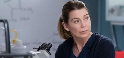 A atriz Ellen Pompeo em cena da 15ª temporada de Grey's Anatomy; drama ganhou mais duas temporadas