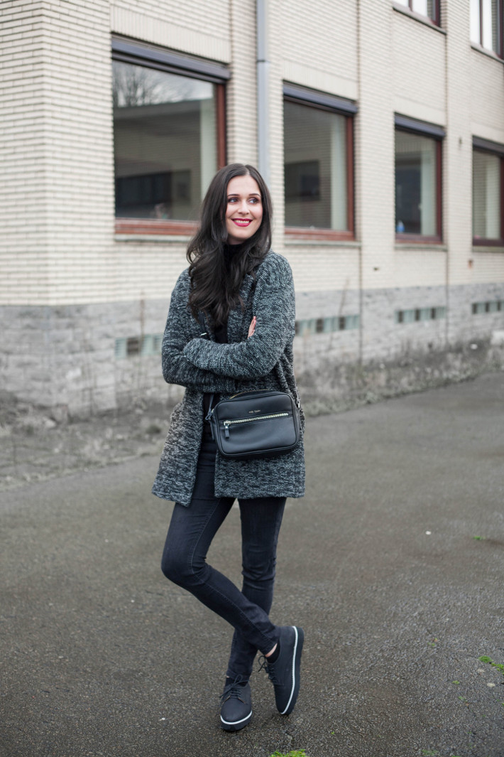 Outfit: all black and flatforms
