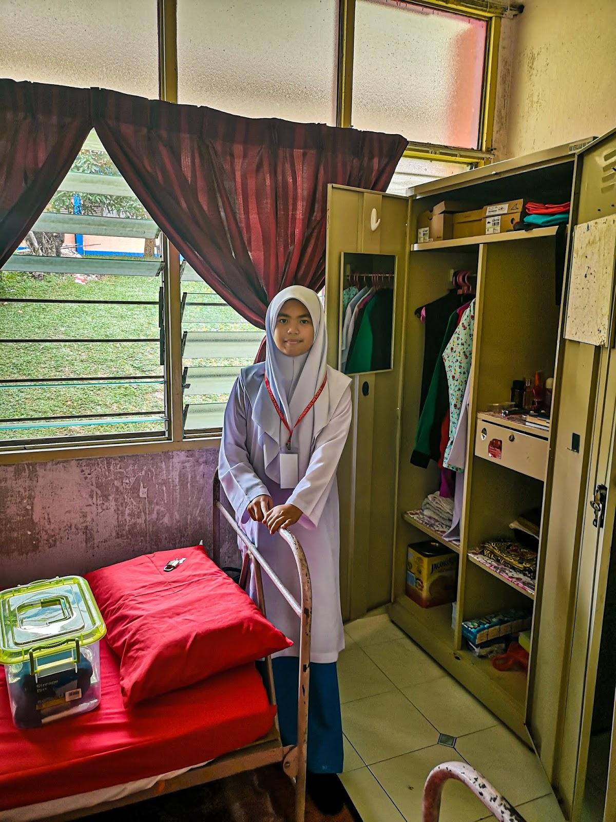 Hanis Ke Sekolah Tun Fatimah, Johor - bilik