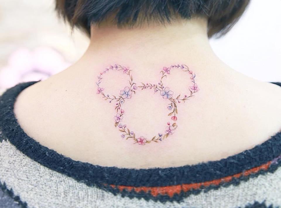 Conheça o trabalho da tatuadora chinesa Mini Lau. Traço fino, colorida em tons pastéis. Mas seu diferencial são as tatuagens mini super elaboradas. Saiba mais agora!