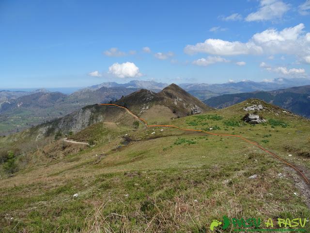 Conectando con la pista en la zona alta de la Sierra del Monte Cogolla