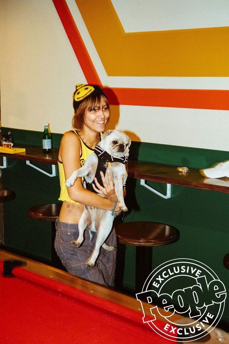 grace vanderwaal images with dog