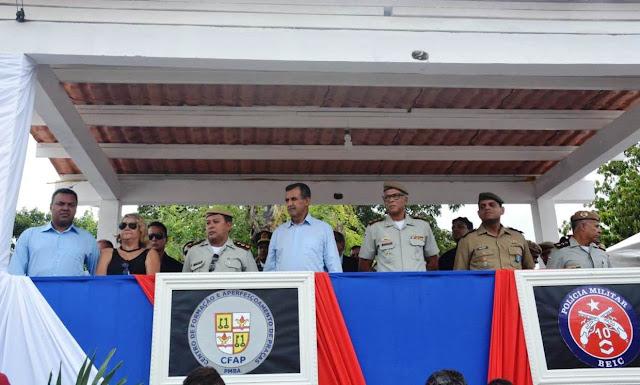 Prefeito Zito Barbosa prestigia formatura de soldados da Polícia Militar e Corpo de Bombeiros no 10º BEIC
