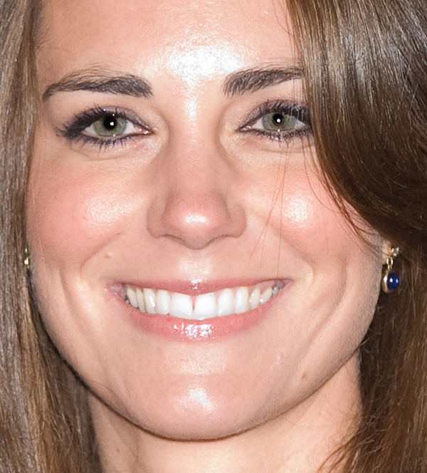 af1efd9c6447 It s rare that we see Kate in anything so bold as even a softly coloured  lipstick. She keeps her lips young and fresh. Also