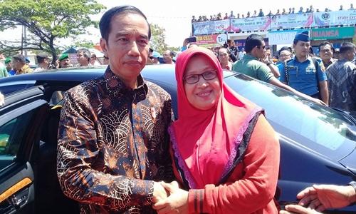 Bahagianya Su Melly Bisa Bersalaman dengan Presiden Jokowi