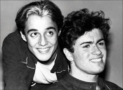 Los cantantes George Michael y Andrew Ridgeley en una imagen promocional de Wham!