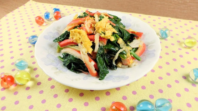フライパンひとつで簡単!ほうれん草とカニカマの卵炒めのおかず