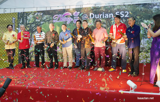 Spreading the festive joy, with VIPs at the DKING CNY Durian Hamper Launch