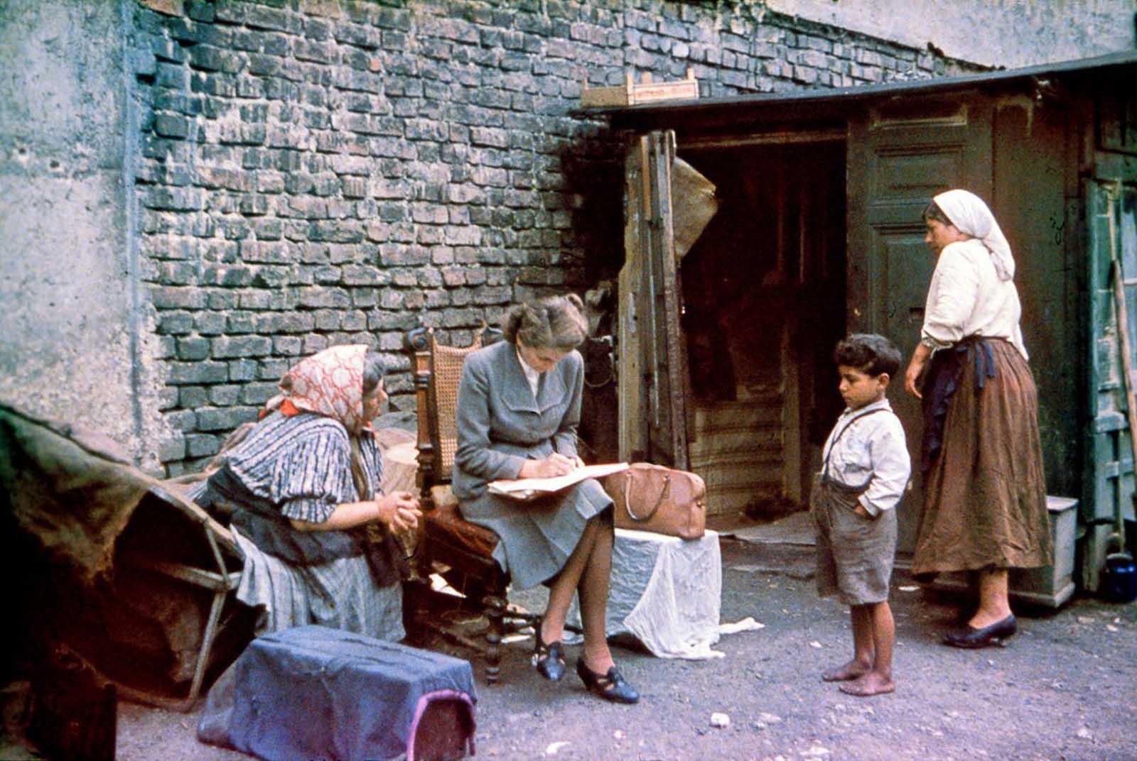 Eva Justin entrevista a una mujer romaní sobre su familia y su ascendencia. 1938.