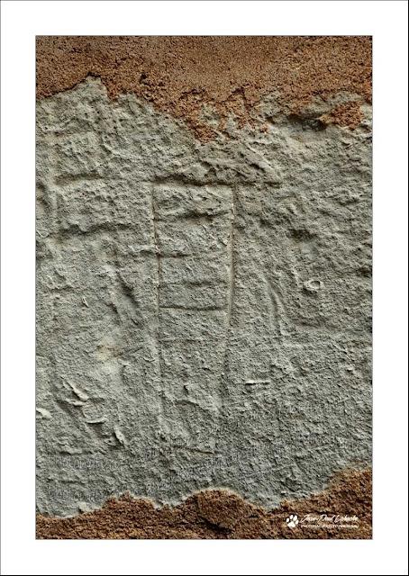Échelle de miséricorde gravé sur un mur