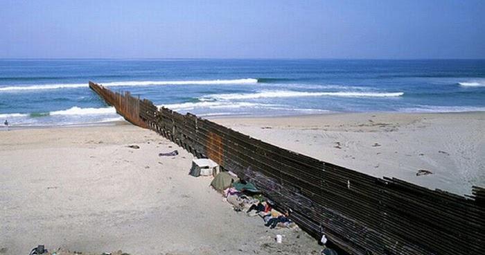 Mexico–United States border - Wikipedia  |What Two States Border Mexico