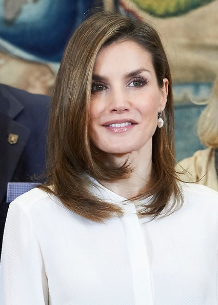 Queen Letizia met with representatives of Club Estudiantes and their Foundation (Fundación Estudiantes) at Zarzuela Palace