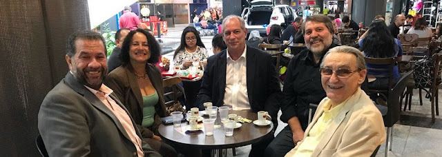 Ciro Gomes se reúne com PC do B
