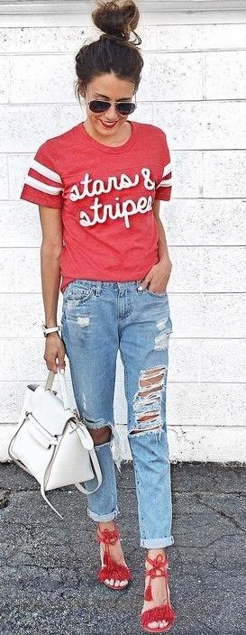 amazing street style outfit: t-shirt + ripped jeans + bag