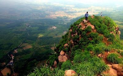 Pesona puncak  gunung batu jonggol