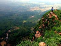 Mendaki Keindahan Gunung Batu Jonggol