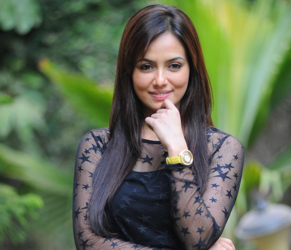 Sana Khan New Hot Babes Latest HD Wallpaper 2012-2013