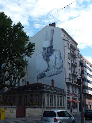 Graffiti, Streetart, Urban Art, Als großes Wandgemälde verewigt: Star-Koch Paul Bocuse in Lyon