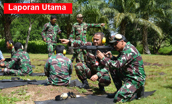 MENEMBAK : Para prajurit  TNI berlatih menembak yang telah diprogramkan latihan menembak setiap tiga bulan (Triwulan) sekali.  Photo courtesy Kapental TNI Lanud Supadio