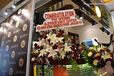grand opening oldtown white coffee cafe de entrance arkadia green park jakarta indonesia review kuliner kopi makanan peranakan malaysia nurul sufitri mom lifestyle blogger