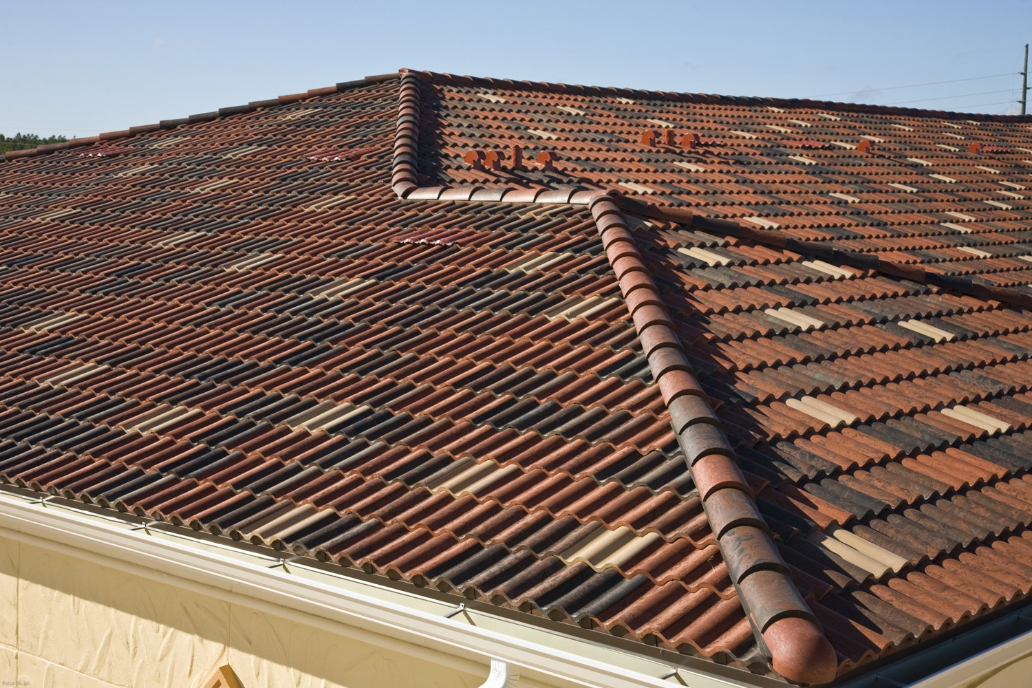 roof tiles concrete vs clay cost
