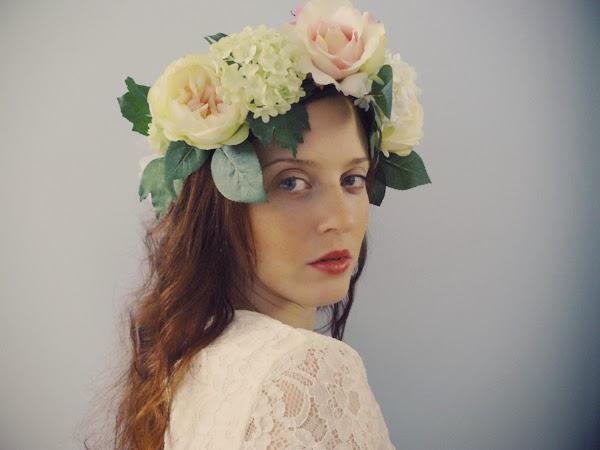 diy une couronne de fleurs pour un mariage le blog du cheveu. Black Bedroom Furniture Sets. Home Design Ideas