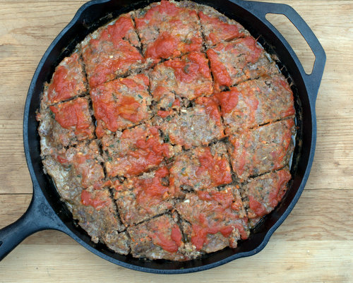 Cast Iron Meatloaf ♥ KitchenParade.com, my go-to meatloaf recipe, tender, moist and full of flavor thanks to milk-soaked bread crumbs and a pile of chopped vegetables that melt into the meatloaf. Low Carb. Weight Watchers Friendly.