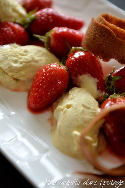 Poêlée de fraises de Plougastel et tuiles de blé noir