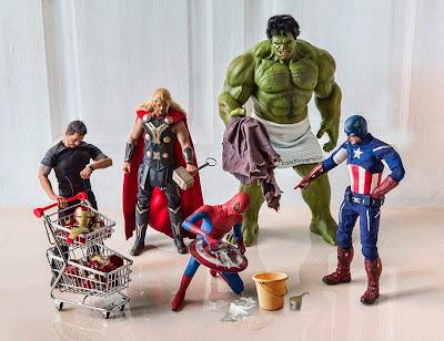 Juguete  de Spider Man Lavando la ropa de todos