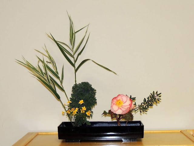 Đây một phong cách cắm hoa tự do được phát triển từ những chuyển hướng nghệ thuật trong giai đoạn đầu thế kỷ 20. Jiyuka không bị ràng buộc bởi bất cứ quy tắc truyền thống nào và người thực hiện có thể sử dụng bất kỳ vật liệu nào để tự do sáng tạo theo cá tính của mình.     Ngày này, Ikebana đã lan rộng ra trên toàn thế giới và trở thành một bộ môn nghệ thuật thu hút được sự yêu thích của những người yêu cây cảnh và yêu nghệ thuật. Ikebana mang hơi thở, sức sống tinh túy của Nhật Bản và trở thành cầu nối văn hóa của các nước trên thế giới với Nhật Bản.