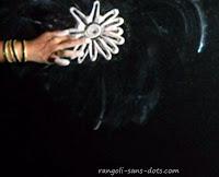 easy-Diwali-rangoli-1.jpg