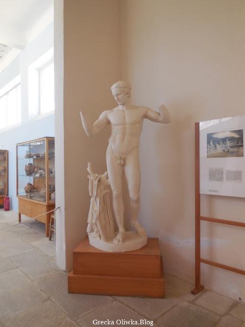 posąg Diadumenosa Muzeum Delos