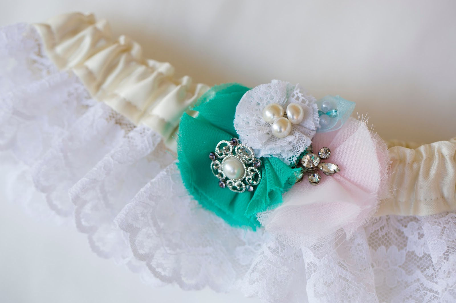 Wedding Wednesday- DIY Keepsake Garter made from mother's wedding dress!