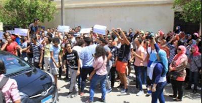 تظاهرات طلاب الثانويه العامه امام وزارة التربيه والتعليم