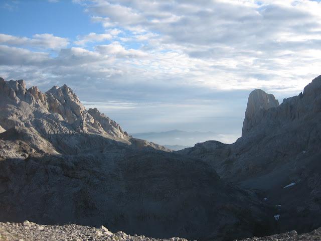 Rutas Montaña Asturias: Vista del Urriellu desde collada de Horcados Rojos