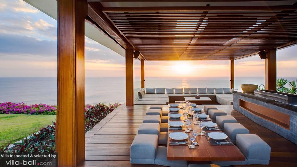 Luxurious Balinese Villa Ocean Views