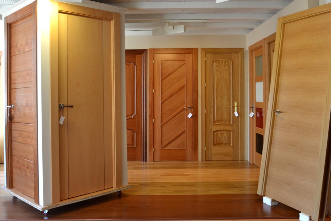 Puertas de madera for Modelos de puertas de madera para interiores