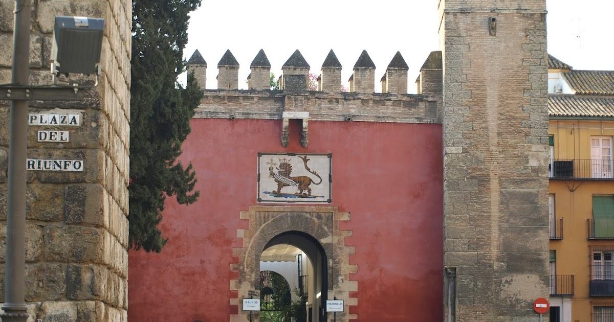 Sevilla daily photo alc zar 1 la puerta del le n for Puerta 6 del autodromo