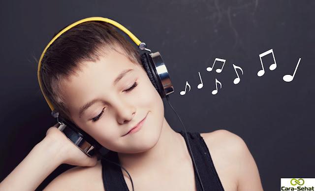 Bahaya Menggunakan Headset atau Earphone Terlalu Lama