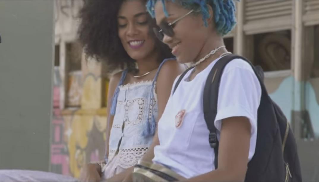 Novo clipe do Emicida mostra linda história de amor entre duas mulheres na Bahia
